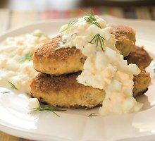 Žuvų kotletai su kiaušinių padažu