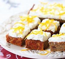 Moliūgų pyragas su kreminio sūrio glaistu