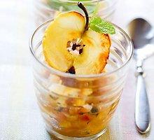 Obuolių ir svogūnų košė su mėtomis