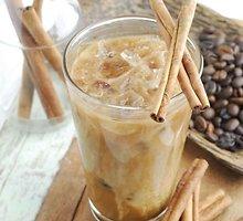 Šalta kava su cinamonu