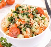Kuskuso salotos su petražolėmis