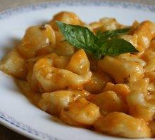 """Itališki bulvių virtinukai """"Gnocchi"""" su namine pomidorų pasta"""