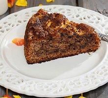 Razinų ir riešutų pyragas