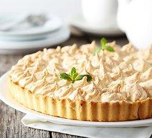 Burnoje tirpstantis rabarbarų pyragas