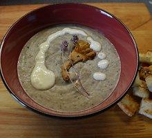 Trinta miško grybų sriuba su sūriu ir čiobrelių žiedais