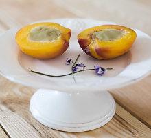 Paprastas, bet gardus nektarinų desertas su kokosų pienu