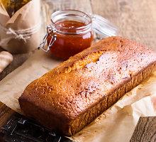 Pyragas su šildančiais prieskoniais ir apelsinų marmeladu