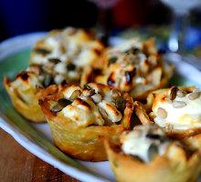 Pyragėliai su feta ir kriaušėmis