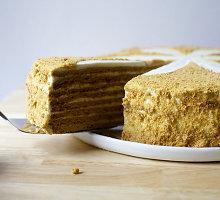 Medaus tortas su grietinėlės kremu