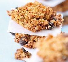 Avižiniai sausainiai su razinomis ir riešutais