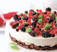 Javainių ir uogų tortas