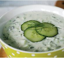 "Bulgariška agurkų šaltsriubė (""tarator"")"