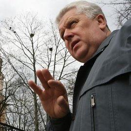 Juliaus Kalinsko/15min.lt nuotr./S.Paltanavičius teigia, kad varniniai paukščiai jau pradeda dėti kiaušinius, tad ardyti jų lizdus kiek vėloka.
