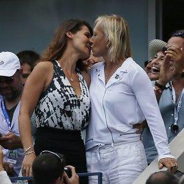 """""""Reuters""""/""""Scanpix"""" nuotr./Martina Navratilova ir Julija Lemigova"""