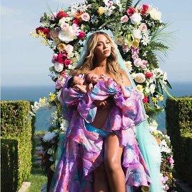 """""""Instagram"""" nuotr./Beyonce su dvyniais Rumi ir Siru"""