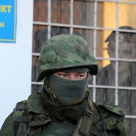 """AFP/""""Scanpix"""" nuotr./Rusijos diversantai Kryme tapo įrodymu, kad Maskva įgyvendinahibridinio karo strategiją."""