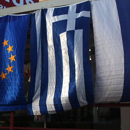 """AFP/""""Scanpix"""" nuotr./Europos Sąjungos, Graikijos ir Rusijos vėliavos"""
