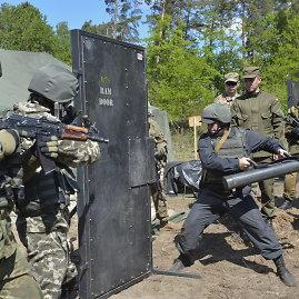 """""""Reuters""""/""""Scanpix"""" nuotr./Ukrainos kariai per amerikiečių instruktorių treniruotę"""