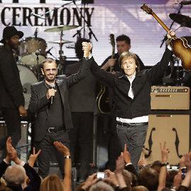 """""""Scanpix""""/AP nuotr./Ringo Starras ir Paulas McCartney"""