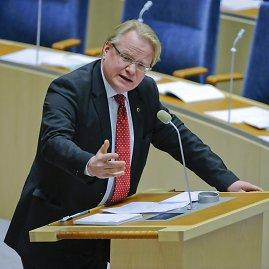 """AFP/""""Scanpix"""" nuotr./Švedijos gynybos ministras Peteris Hultqvistas."""
