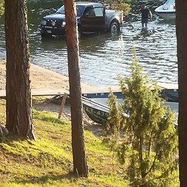 Skaitytojo nuotr./Visureigis Bebruso ežere