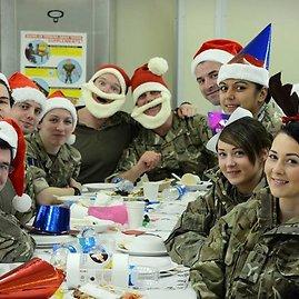 """Srž. Dan Bardsley/Didžiosios Britanijos kariuomenė/""""Facebook"""" nuotr./Britų karių Kalėdos Afganistane"""