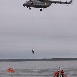 Karinių jūrų pajėgų archyvo nuotr./Gelbėjimo operacija jūroje