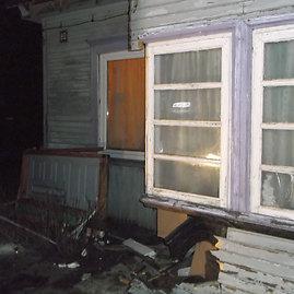 Ukmergės r. PK nuotr./Namo, į kurį įvažiavo automobilis, veranda