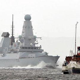 """Didžiosios Britanijos Karališkojo laivyno (Royal Navy) nuotr./Pasitikti rusų išplaukęs """"HMS Defender"""""""
