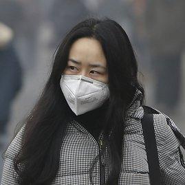 """Reuters""/""Scanpix"" nuotr./Moteris su respiratoriumi"