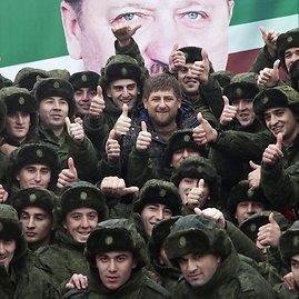 """""""Scanpix""""/ITAR-TASS nuotr./Čečėnijos lyderis Ramzanas Kadyrovas su šauktiniais"""