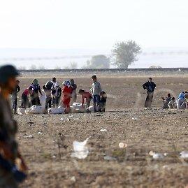 """""""Reuters""""/""""Scanpix"""" nuotr./Sirijos kurdų pabėgėliai plūsta į Turkiją."""