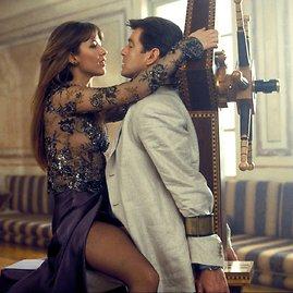 """""""Scanpix""""/AP nuotr./Pierce'as Brosnanas ir Sophie Marceau filme """"Viso pasaulio negana"""" (1999 m.)"""