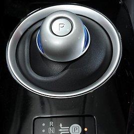 """Taip atrodo """"Nissan Leaf"""" pavarų svirties pakaitalas: režimas """"B"""" leidžia regeneruoti daugiau energijos"""
