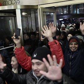 Juodasis penktadienis Macy's parduotuvėse prasidėjo dar ketvirtadienio vakarą