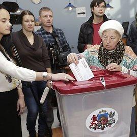 """""""Reuters""""/""""Scanpix"""" nuotr./Rinkimai Latvijoje"""