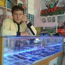 Basiras Usofi savo parduotuvėje