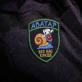 """Vidmanto Balkūno/15min.lt nuotr./Ukrainos kariai sukūrė antsiuvą, kurį privalo nešioti girtuokliai: """"Avataras – be manęs geriau"""""""