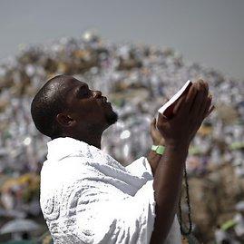 """""""Reuters""""/""""Scanpix"""" nuotr./Musulmonai meldžiasi Arafoto lygumoje ir ant joje esančio atgailos kalno"""