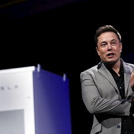 """Scanpix nuotr./Elonas Muskas pristato """"Tesla"""" namų baterijas"""