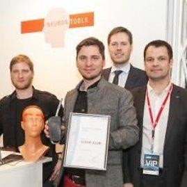 """Neurontools nuotr./""""Neurontools"""" komanda progreso konferencijoje """"Login""""laimėjo prizą už inovatyviausią idėją"""