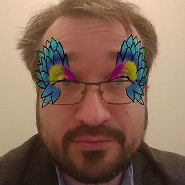 """Šarūno Černiausko/15min nuotr./Vienas iš trumpalaikių """"Messenger"""" filtrų pritaiko spalvingą skaitmeninį makiažą"""