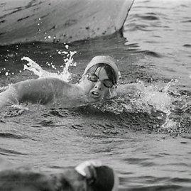 Plaukimo istorijos įdomybės. Lynne Cox lediniame vandenyje.