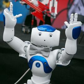 Juliaus Kalinsko / 15min nuotr./Muzikuojančių robotų pasirodymas