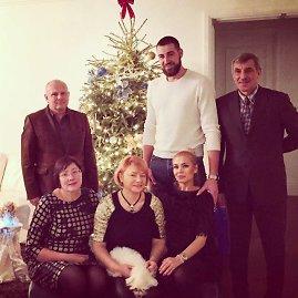 Asmeninio albumo nuotr./Eglė ir Jonas Valančiūnai su tėvais