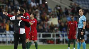 Istorija pasikartojo: Algarvėje pas C.Ronaldo vėl į aikštę bėgo sirgaliai