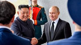 Prasidėjo V.Putino ir Kim Jong Uno susitikimas: šalių lyderiai paspaudė vienas kitam rankas