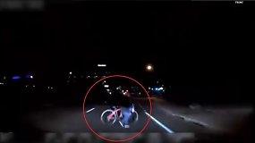 """Paviešintas vaizdo įrašas, kuriame """"Uber"""" savavaldis automobilis nutrenkia pėsčiąją"""