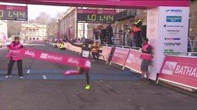 Rekordą pagerinusį bėgiką pargriovė finišo juosta