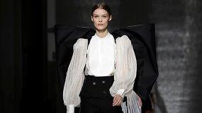 """Kate Middleton kaspinas virto gigantišku """"Givenchy"""" aukštosios mados kolekcijoje"""